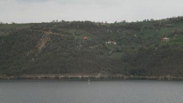 Vrh crkve u jezeru